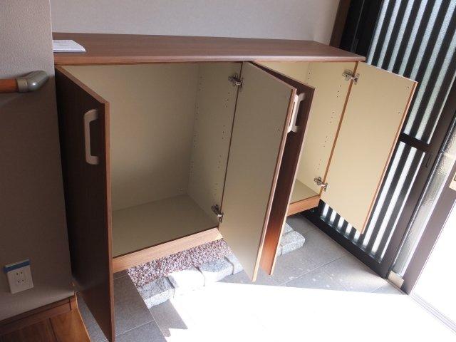 Getabako: Japanese Style Shoe Storage